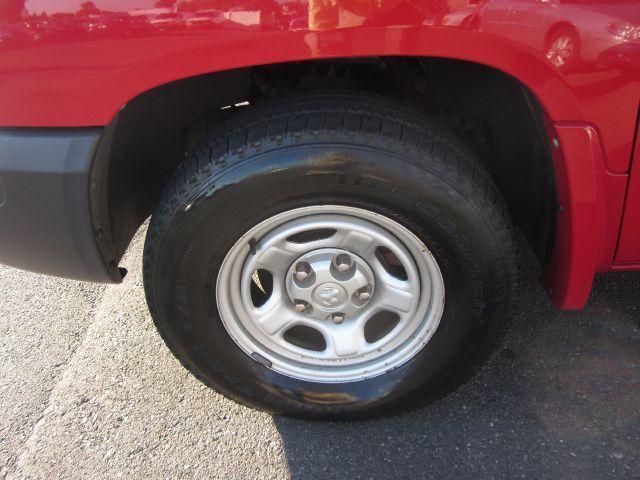Dodge Dakota 4dr LX 4WD Auto Pickup Truck