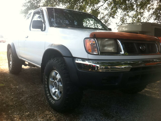 Nissan Frontier XL Long Bed Crew Cab ~ 5.4L Gas Pickup Truck