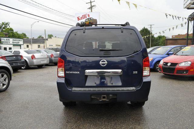 Nissan Pathfinder LE AWD SUV SUV