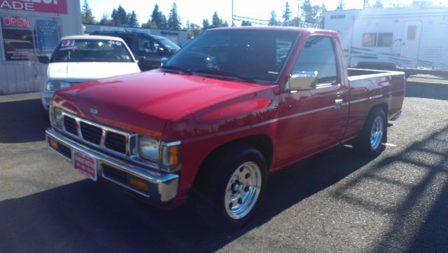 Nissan Pickup LX Clean AUTO Checkwe Offer Financing FOR ALL TY Pickup Truck
