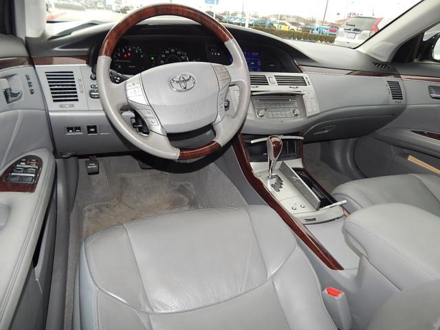 Toyota Avalon SLT 25 Sedan