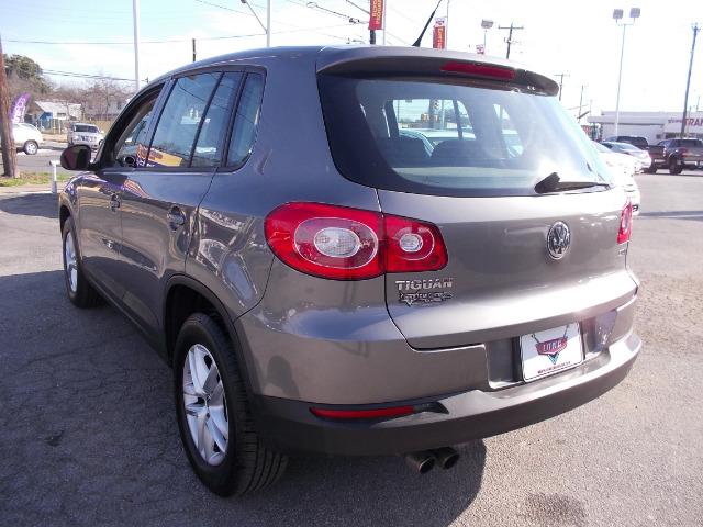 Volkswagen Tiguan XR SUV